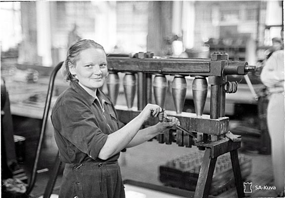 Woman working in Tampere during the war