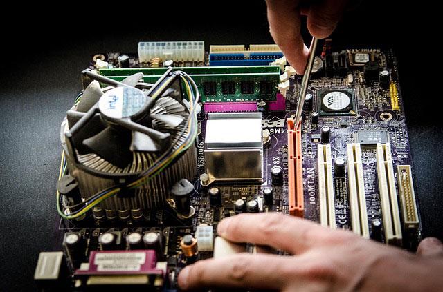 Tietokoneiden huolto, korjaus ja varaosat